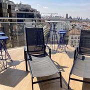 Piscina-Zona solarium terraza con tumbonas 7