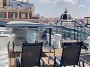 Piscina-Zona solarium terraza con tumbonas 5